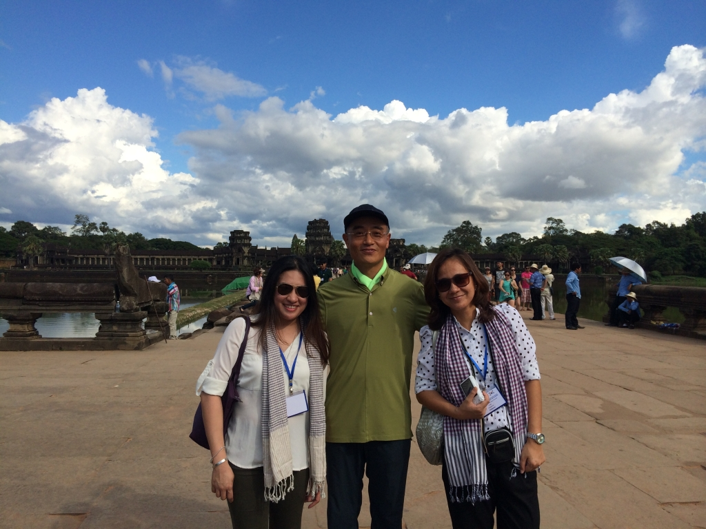 Nina and Melinda with Mr. Kwak Bum-soo, Minister-Counsellor, Embassy of the Republic of Korea in Phnom Penh.